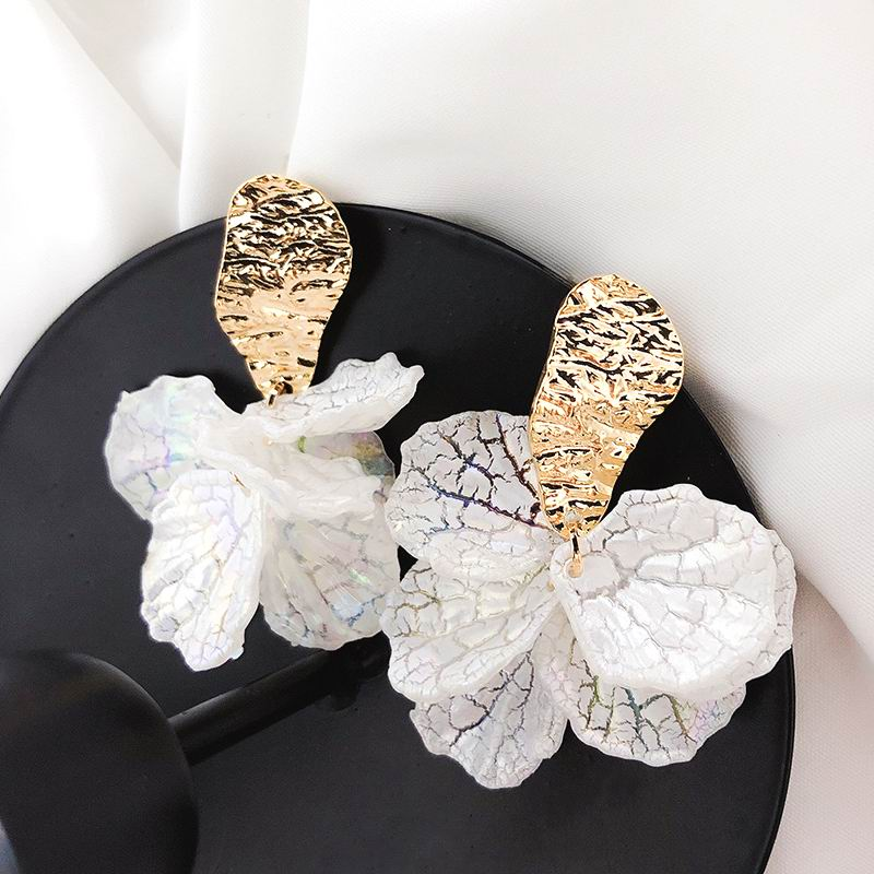 Korean White Shell Flower Petal Drop Earrings For Women