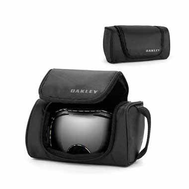 OA-08-011 - Oakley Universal Soft Goggle Case has a universal sizing to fit most goggles, with a soft fleece lining and a handy storage pocket inside made of expandable mesh