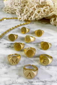 Signet Ring (Preorder del. week 5) - Gold plated