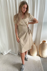 Sille S/S Wrap Midi Dress (preorder del. week 14) - Beige