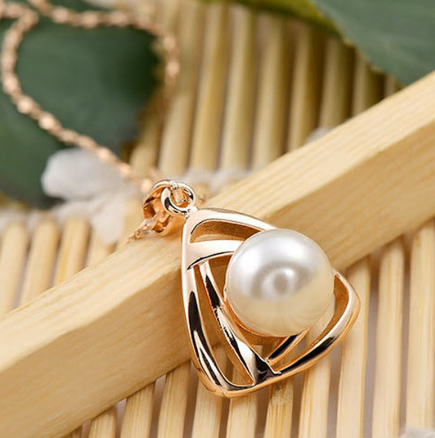 Clavicle Necklace Pearl Design Pendant Chain
