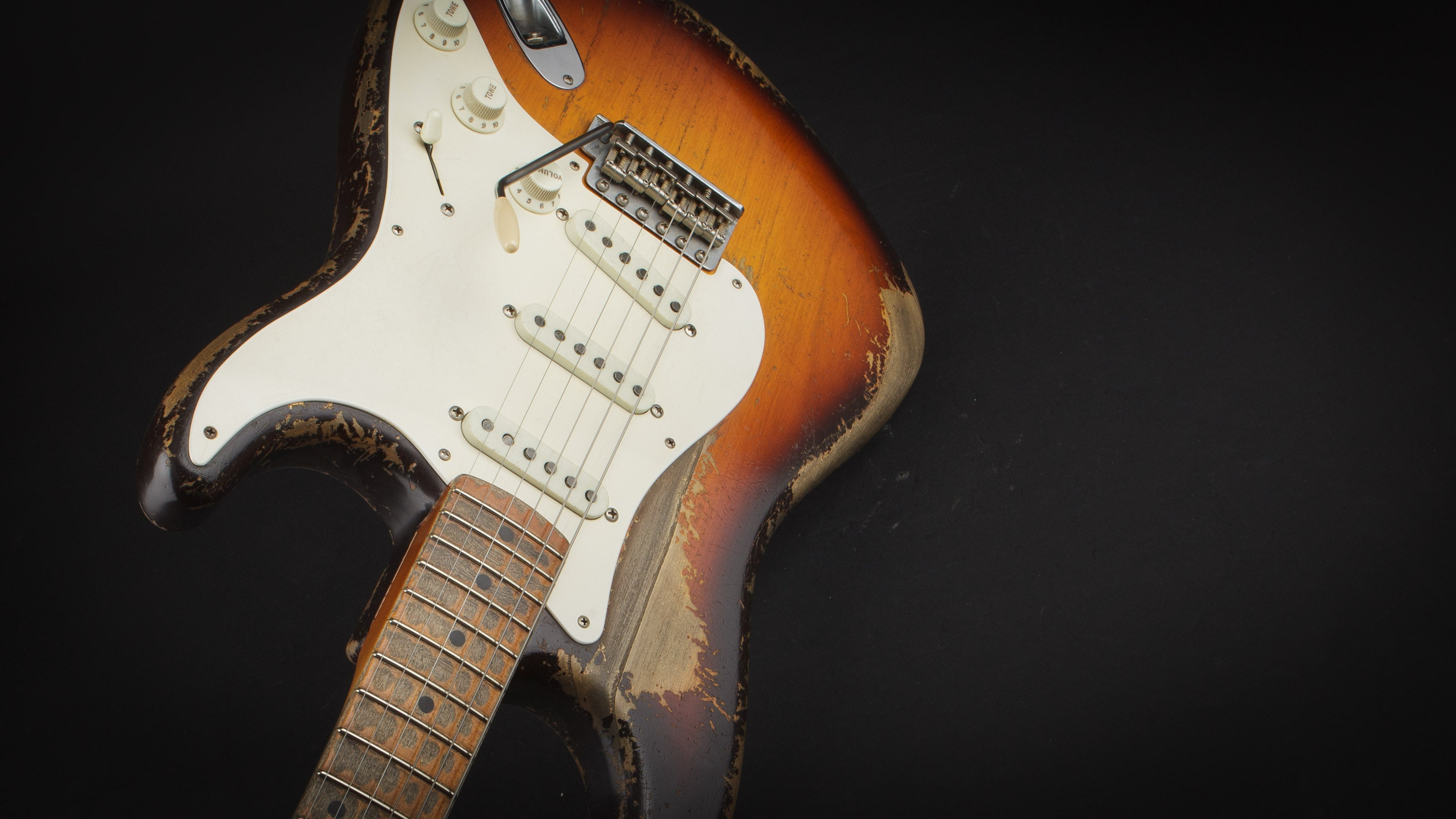 Fender Custom Shop: Masterbuilt Dale Wilson 58 Strat Heavy Relic Chocolate Faded Sunburst #CZ544887