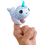 Fingerlings Light Up Narwhal - Nori (Blue)