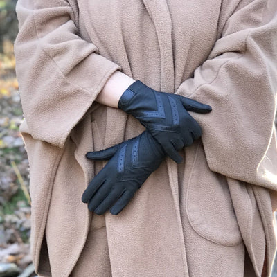 Women's Chevron Shortie Gloves in Midnight (Dark Navy) on Model