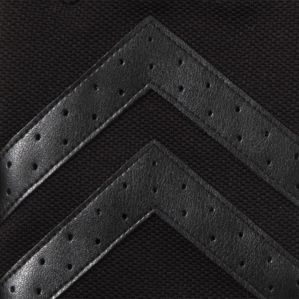 Men's Chevron Gloves 2.0 in Black close up on Chevron detail