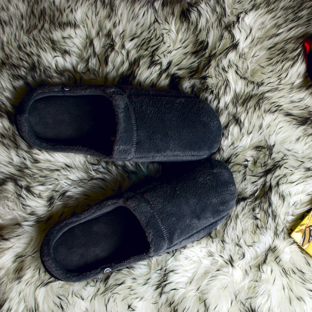 Signature Men's Microterry Hoodback Slippers Lifestyle images