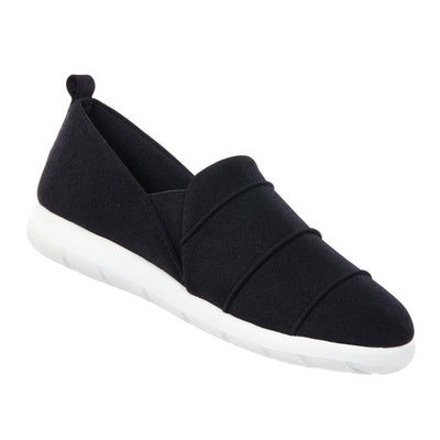 Zenz Women's Serenity Slip-On in Black Right Angled View
