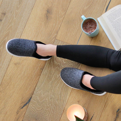 Woman wearing Zenz Energize Slip on in black heather reading a book