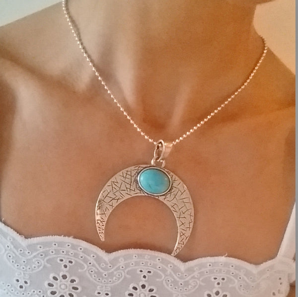 JAY Crescent Moon Necklace