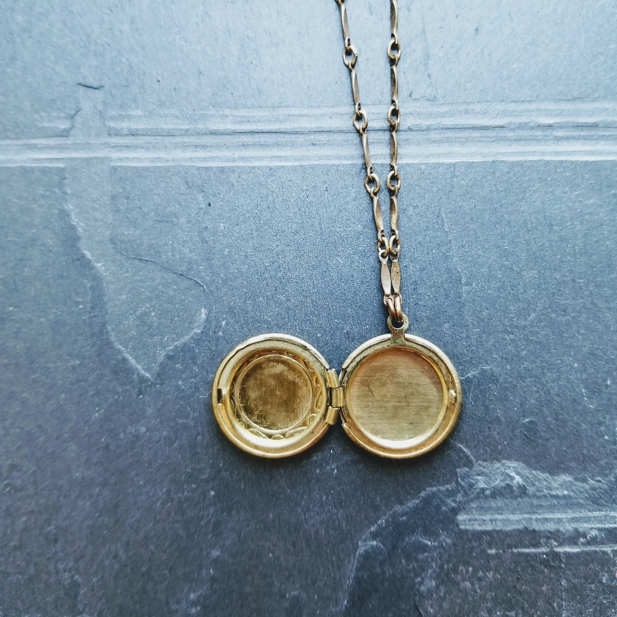 The Emily Locket Necklace | Gold - FYU DESIGNS