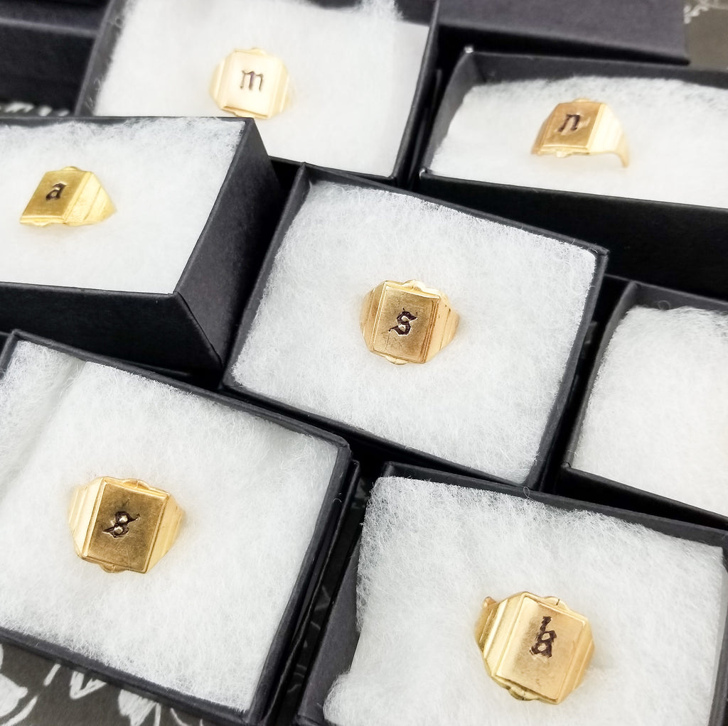 The Tagged Initial Signet Ring | Gold - FYU DESIGNS