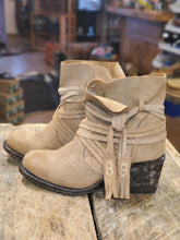 Load image into Gallery viewer, Miss Macie Women's Boots U2004-01