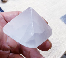 Load image into Gallery viewer, Selenite Pyramid
