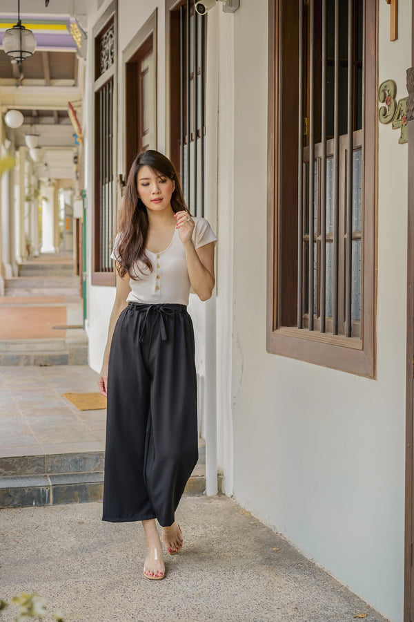 Annette Loose-Fit Pants in Black