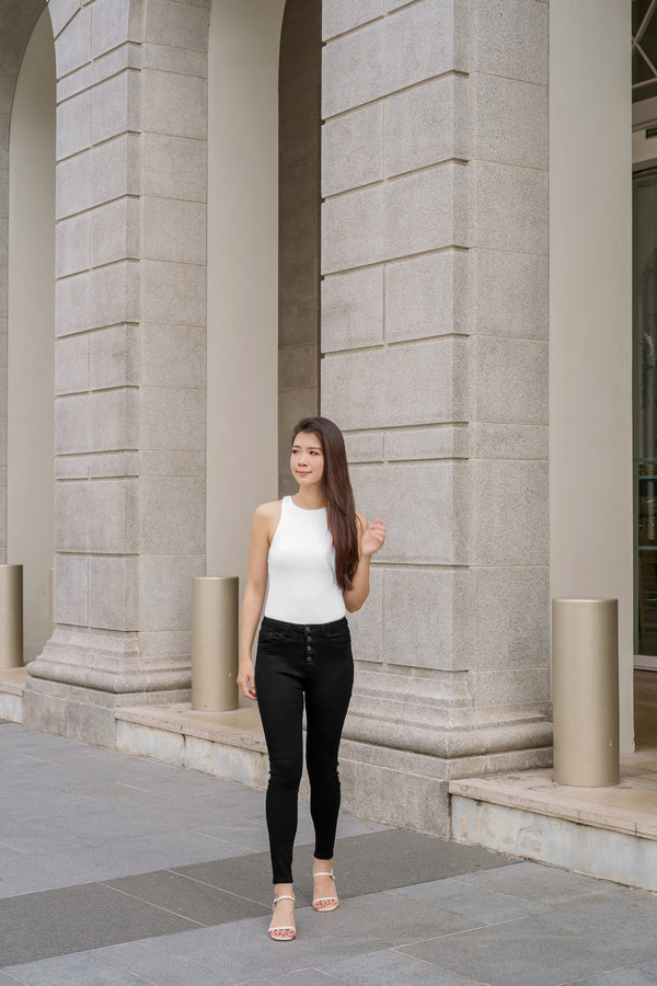 Yulia High-waisted Jeans in Black