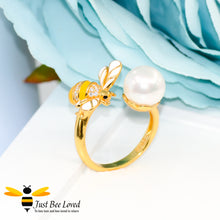 Load image into Gallery viewer, Sterling Silver 925 gold plated Freshwater Pearl & Bee 3-piece jewellery set featuring matching ring, necklace and earrings