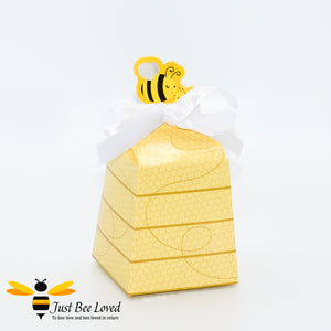 Cute Bees Favour Candy Cake Party Box with mommy and baby bee with white ribbon Party Supplies & Fancy Dress