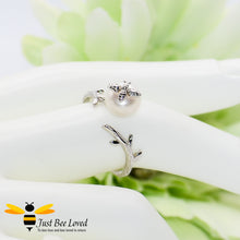 Load image into Gallery viewer, Sterling Silver 925 White pearl & Silver Bee Open ring, platinum plated.