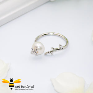 Sterling Silver 925 White pearl & Silver Bee Open ring, platinum plated.