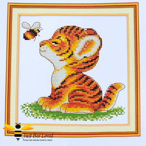 flying bumblebee and a baby tiger, this 14 count cross stitch embroidery full kit is suitable for beginners, children and adults.
