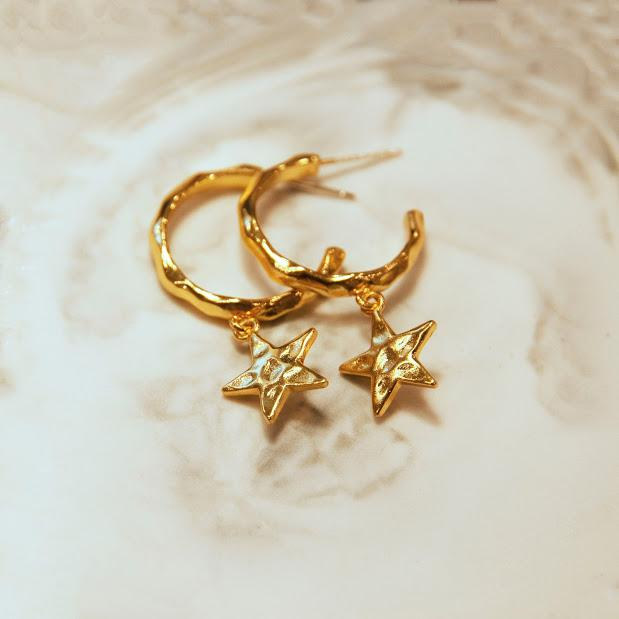 Earrings LARGE STAR HOOPS Moi Accessories