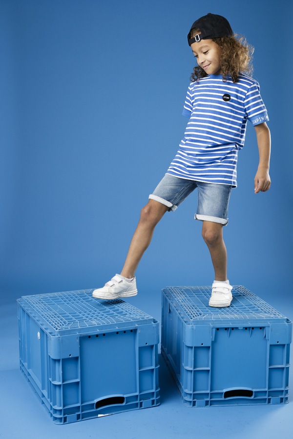 Jongens Short jogg denim  van Jumping The C in de kleur Denim in maat 146, 152.
