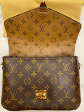 Load image into Gallery viewer, Louis Vuitton Pochette Métis Monogram Reverse Bag (DU1118)