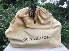 Load image into Gallery viewer, Louis Vuitton Artsy MM Monogram Hobo Bag (CA1141)