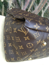 Load image into Gallery viewer, Louis Vuitton Artsy MM Monogram Canvas Hobo Bag (CA3110)