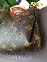 Load image into Gallery viewer, Louis Vuitton Pallas Navy Clutch Chain Crossbody