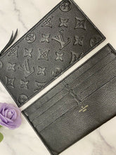 Load image into Gallery viewer, Pochette Felicie Black Noir Empreinte Zipper Insert