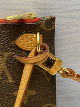 Load image into Gallery viewer, Louis Vuitton Neverfull MM/GM Monogram Clutch (AR2125)