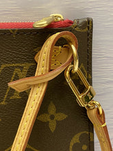Load image into Gallery viewer, Neverfull MM/GM Monogram Pink Wristlet/Pouch/Clutch (LA3156)