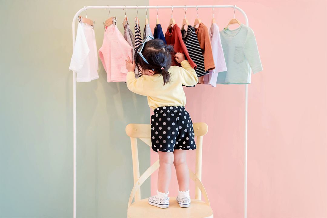 Child with clothing option, which fabrics to avoid