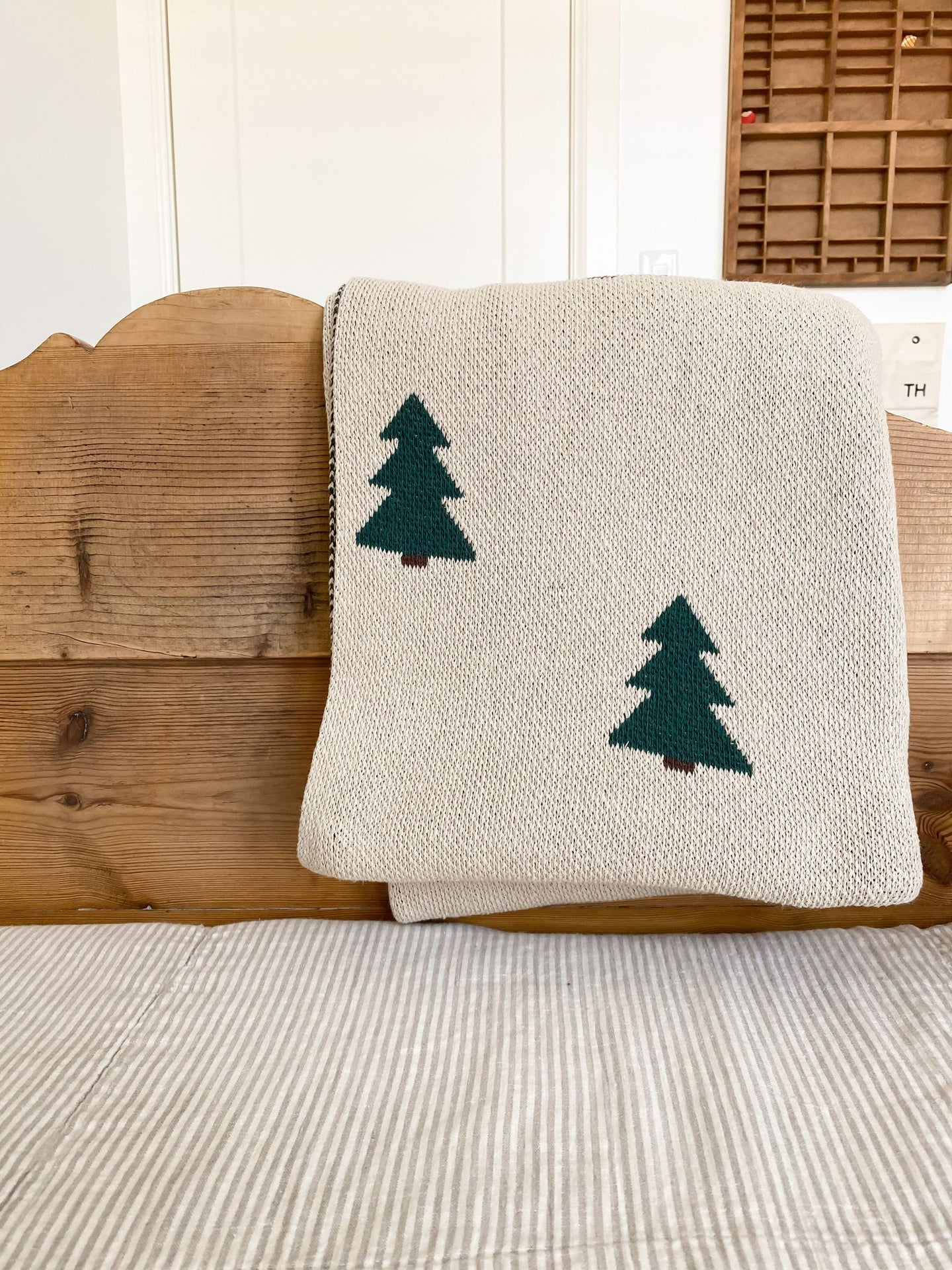 Fin & Vince - Knit Pine Tree Blanket - Throw 50 x 60in
