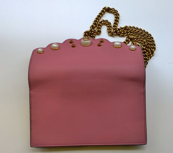 Gucci Embellished Chain Wallet with Pearl Detail in Pink