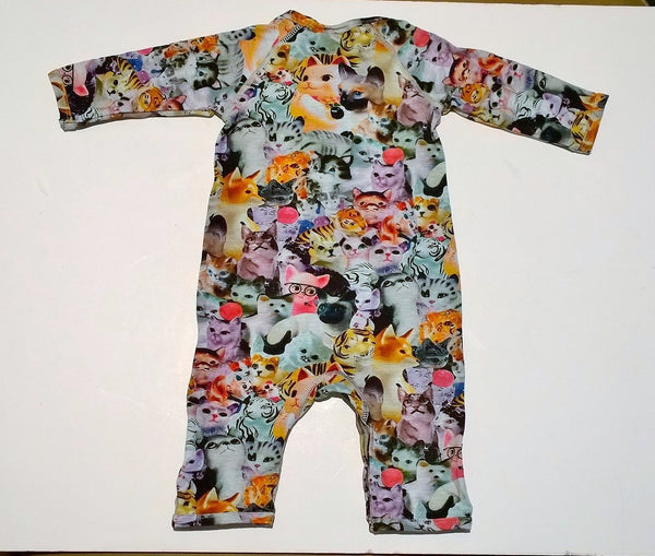 Molo Kitties Long Sleeve Onesie in Porcelain Cats Fiona Body