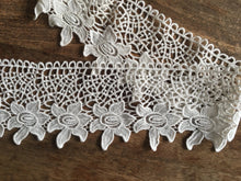 Load image into Gallery viewer, Floral Lace Border