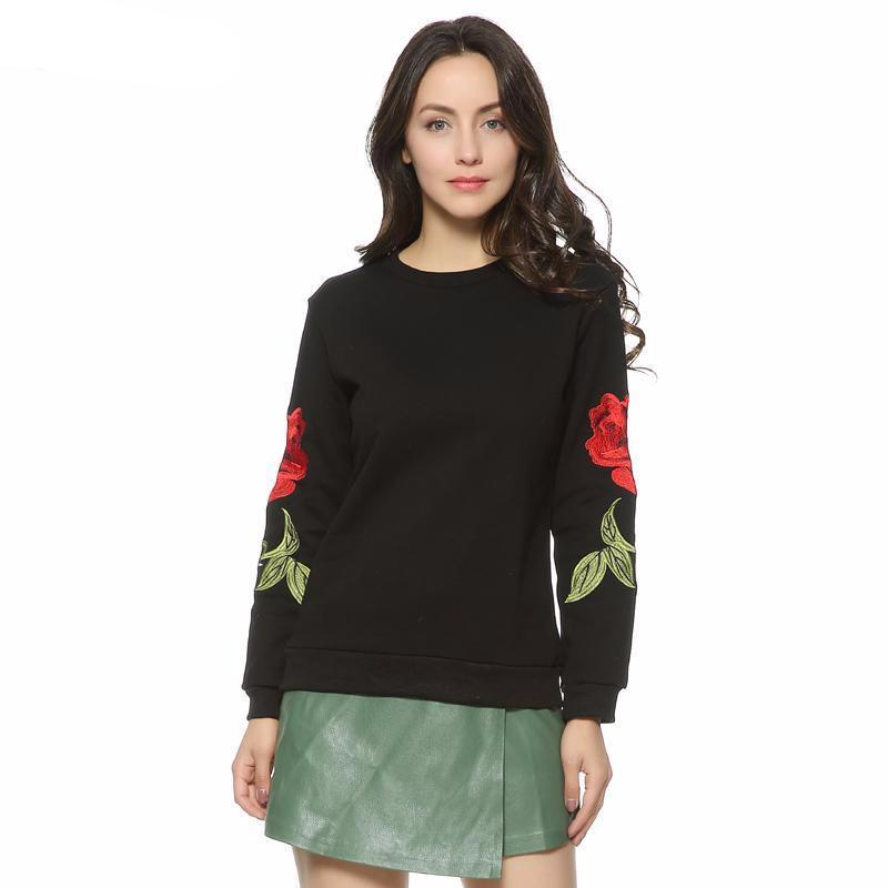 Pull casual brodé roses