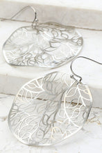 Load image into Gallery viewer, Metal Filigree Circle Earring