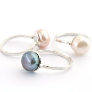 silver coloured pearl ring