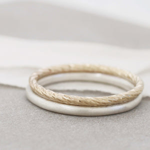 simple gold wedding band