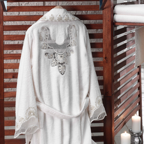 women`s bamboo-cotton bathrobe, designed in classic kimono shape, has heart-shape lace at all borders