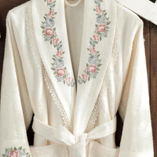 Load image into Gallery viewer, Women`s robe in classic kimono design with lace and floral patterns at the collar