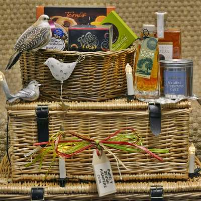 Gift Baskets & Lidded Hampers