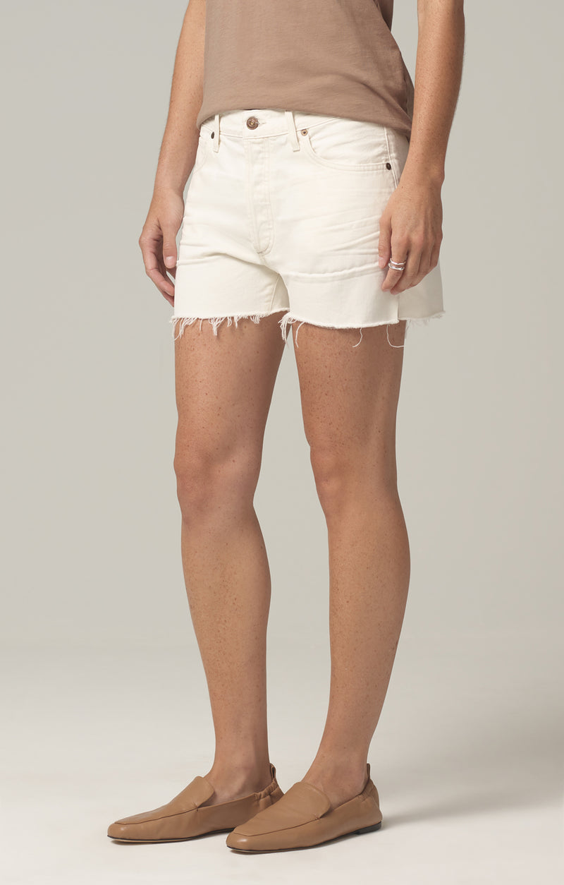 Marlow Easy Short in white clay side
