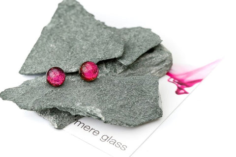 MERE GLASS Exquisite Studs - Black Cherry