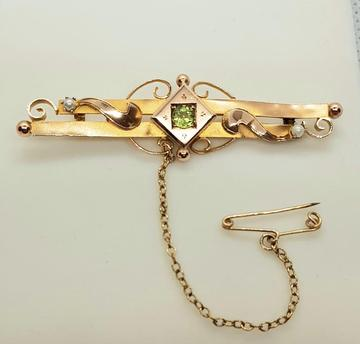 Victorian 9 Ct gold, peridot, and seed pearl bar brooch