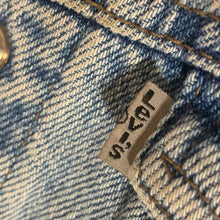 Load image into Gallery viewer, ladies LEVI'S cropped denim trucker jacket