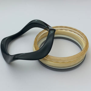 vtg black & white mod bangle set